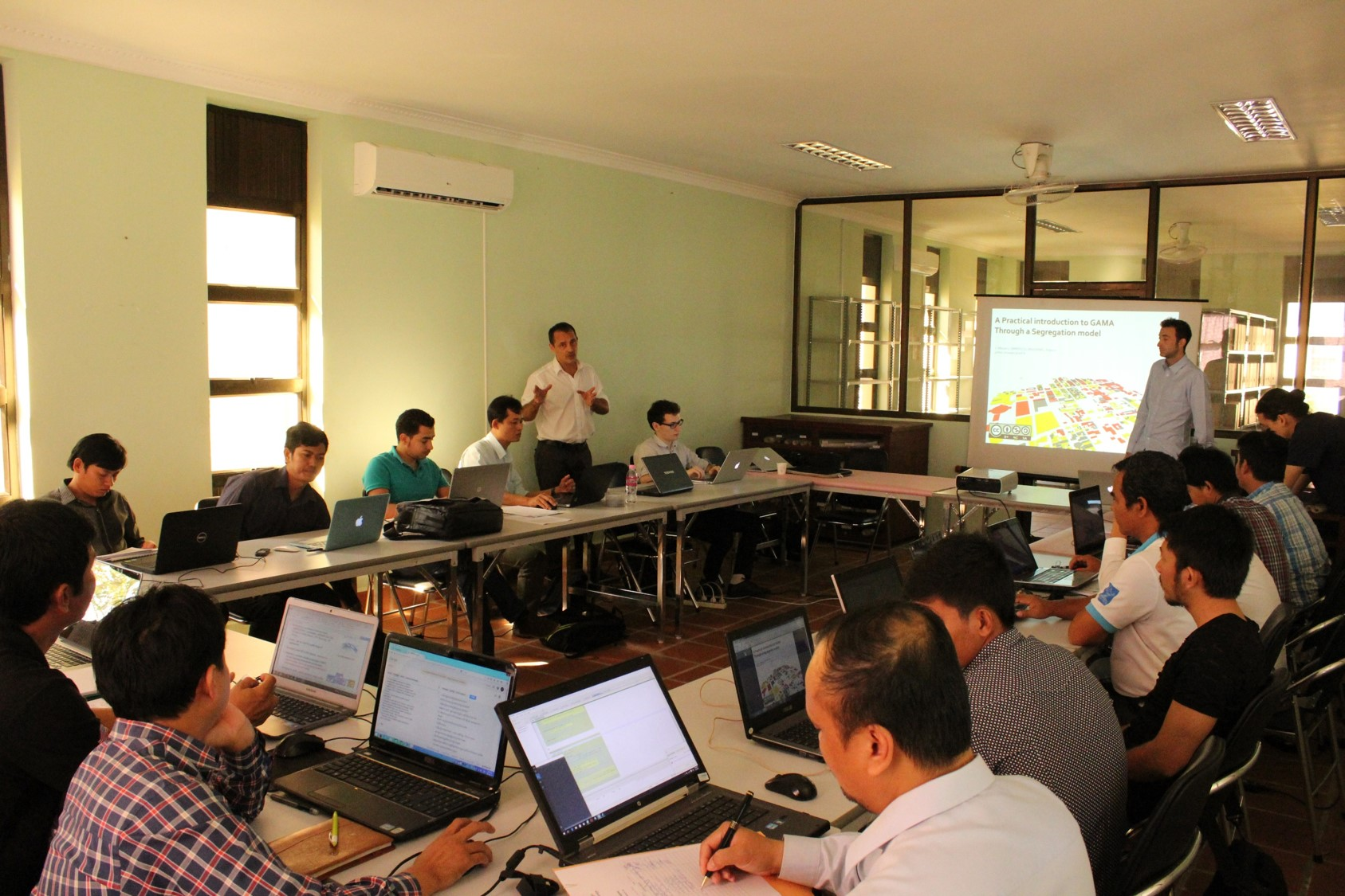resources/other/trainingSession/SiemReap2015/photos/theorie.JPG